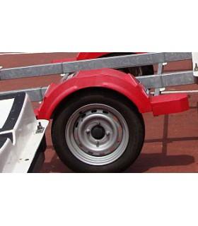 Garde boue plastique rouge avec marches pieds
